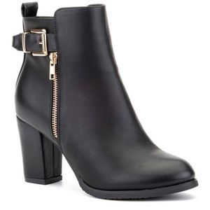 NIB Olivia Miller Black Chunky Heel Gold Accents